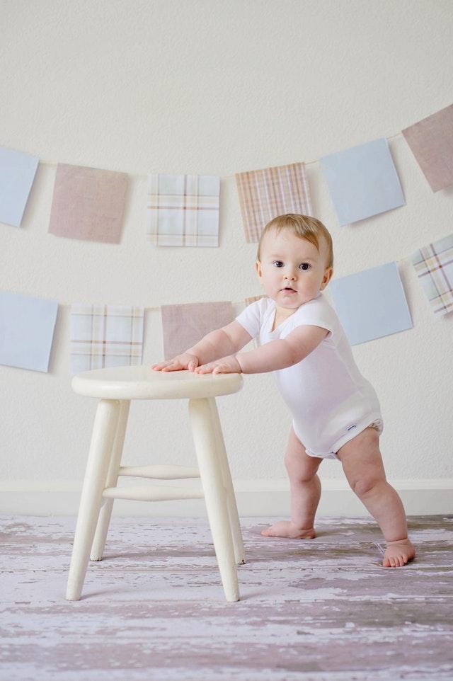 un tapis rond pour protéger votre enfant des petites chutes dans son espace de jeu